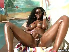 Nyomi Banxxx with succulent pain in the neck has fervour in her range of vision